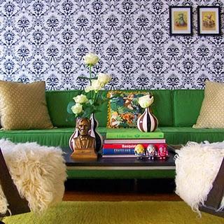 salas de estar - esmeralda verde de veludo preto branco sofá de damasco amarelo de seda almofadas wallpaper dominó concurso Kelly sofá verde moderno, branco e