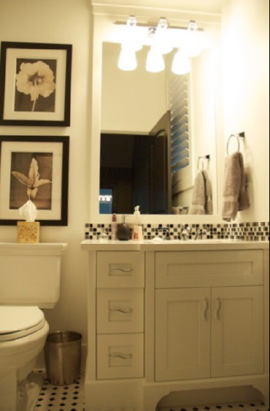 black and white tiled bathroom. lack amp; white glass tile