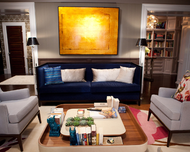 eliware: Marks & Frantz - SATC 2 living room in Carries condo - Gray Walls, Midnight blue velvet ...